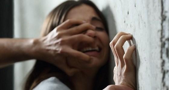 عصابة إجرامية تغتصب عشرات الفتيات وتتركهن عاريات بالشارع