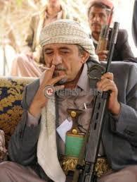 صادق الاحمر يحرق جواز سفره